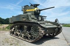 M3 Stuart - Principais características: Carro de combate leve de fabricação norte-americana utilizado em grande escala por muitos países na Segunda Guerra e conflitos posteriores. Era um bom tanque de suporte à infantaria porém não tinha boa performance em combate diante de outros tanques do mesmo período. Possuía várias variantes como o M3A1, M3A3 , M5 e o M5A1. - Blindagem: 13 a 51 mm - Velocidade: 58 km/h (estrada) e 30 km/h (terra) - Armamento: Canhão de 37 mm M6 e3 metralhadoras .30-06 Browning M1919A4 MG - Tripulação: 4 -comandante, artilheiro, motorista e assistente do motorista.