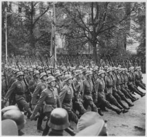 Desfile das tropas alemãs através de Varsóvia, Polônia, 09-1939