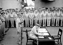 A rendição do Japão a bordo do encouraçado Missouri - Douglas MacArthur