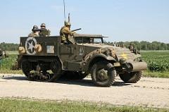 Armored Half-Track M2 - Principais características: O Armored Half-Track M2 era um veículo blindado de fabricação norte-americana utilizado durante a Segunda Guerra Mundial. Possuia uma semi-lagarta, baseado em um caminhão, sendo incorporado à lagartas para permitir melhor locomoção em diversos terrenos. Também foram empregues como blindados de transporte de pessoal, como reparos autopropulsados de armas antiaéreas e anti-carro, como porta-morteiros, como tratores de artilharia e outras funções. Além do M2, foram desenvolvidos outras variantes como o M3, M3A1 - Blindagem: 12 mm - Velocidade: 64km/h - Armamento: metralhadora calibre .50 Browning M2 e 14 minas e 10 granadas granadas. - Tripulação: 9 - comandante, motorista e 7 soldados.