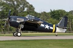 Grumman F4F Wildcat foi um dos principais caça de combate fabricado pelos Estados Unidos baseado em porta-aviões. Atuou como avião de ataque e escolta, nos primeiros anos da Guerra do Pacífico, durante a II Guerra Mundial. O Wildcat entrou em operação em 1940 e inicialmente foi utilizado pelos britânicos no teatro de Operações Europeu. em 1941, após o ingresso dos EUA na Guerra do Pacífico, desempenhou importante papel durante o primeiro ano e meio de guerra. Especificações Técnicas: tripulação: 1 comprimento: 8,8 m,altura: 2,8 m, peso carregado: 3.617 kg,motor:: 1 × Pratt & Whitney R-1830 -86 duas fileiras motor radial, 1.200 hp,velocidade máxima: 515 km / h,teto de serviço: 10.363 m, armamento: 6 × 0,50 em (12,7 mm) AN / M2 metralhadoras Browning