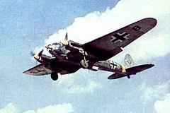 O Heinkel He-111 foi um dos principais bombardeiros pesados da Alemanha. Transportava mais de 2 toneladas de bombas com alto poder explosivo, além de artefatos incendiários. Possuía uma tripulação de até 5 homens com armamentos defensivos incluindo 6 metralhadoras de inúmeros calibres e 1 canhão de 20mm.