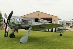 O Focke-Wulf FW 190A-9 foi um caça de combate multi-missão, com motor a pistão, monomotor monoplano produzido pela Alemanha entre 1941 à 1945. Participou dos combates durante a Segunda Guerra Mundial, ao lado do famoso Messerschmitt Bf 109, um dos principais caças da força aérea alemã. Operou em todos os cenários onde a Luftwaffe esteve presente. Desempenhou o papel de caça de superioridade aérea, escolta e interceptação, bem como caça-bombardeiro no apoio próximo às unidades em terra. Especificações Técnicas: comprimento: 9 m , envergadura:10,51 m, altura: 3,95 m, motor: 1 x motor a pistão radial BMW 801 D-2, velocidade máxima: 656 km/h, alcance: 800 km, teto máximo: 11 410 m, armamentos: metralhadoras / Canhões 2 x metralhadoras MG 131 sincronizadas de 13 mm (0,512 in) com 450 disparos 4 x canhões MG 151/20 e sincronizados nos bordos das asas de 20 mm (0,787 in) com 140 disparos.