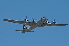 O Boeing B-29 Superfortress foi o maior bombardeiro produzido e utilizado pela Força Aérea dos Estados Unidos durante a 2ª Guerra e Guerra da Coréia. Esse avião também foi utilizado para o transporte das bombas atômicas para os ataques as cidades de ataque às cidades de Hiroshima e Nagasaki. Possuí, dentre outras características, a cabine pressurizada, sistema central de controle de fogo e metralhadoras controladas por controle remoto. Foi desenvolvido para ser um bombardeiro diurno de alta altitude mas, na prática, realizou mais missões incendiárias noturnas de baixa altitude. Especificações Técnicas: tripulação: 11 - piloto, co-piloto, bombardeiro, engenheiro de voo, navegador, operador de radiotelegrafo, observador de radar, artilheiro da direita, artilheiro da esquerda, controlador de tiro central e artilheiro da cauda,comprimento: 30,18 m, envergadura: 46,03 m, altura: 8,45 m, peso de decolagem: 60 560 kg, motor: 4x - pistão radial turbocharged,velocidade máxima: 574 km/h,velocidade total em Nó: 575 km/h,alcance bélico: 5 230 km, teto de serviço: 9 710 m, armamentos:metralhadoras/canhões: 10x .50 M2 Browning de 12,7 mm (0,500 in) em torres controladas remotamente 2x .50 M2 e um canhão M2 (HS.404) de 20 mm (0,787 in) (canhão posteriormente removido) na torre da cauda bombas: 9 000 kg (19 800 lb) de carga padrão.